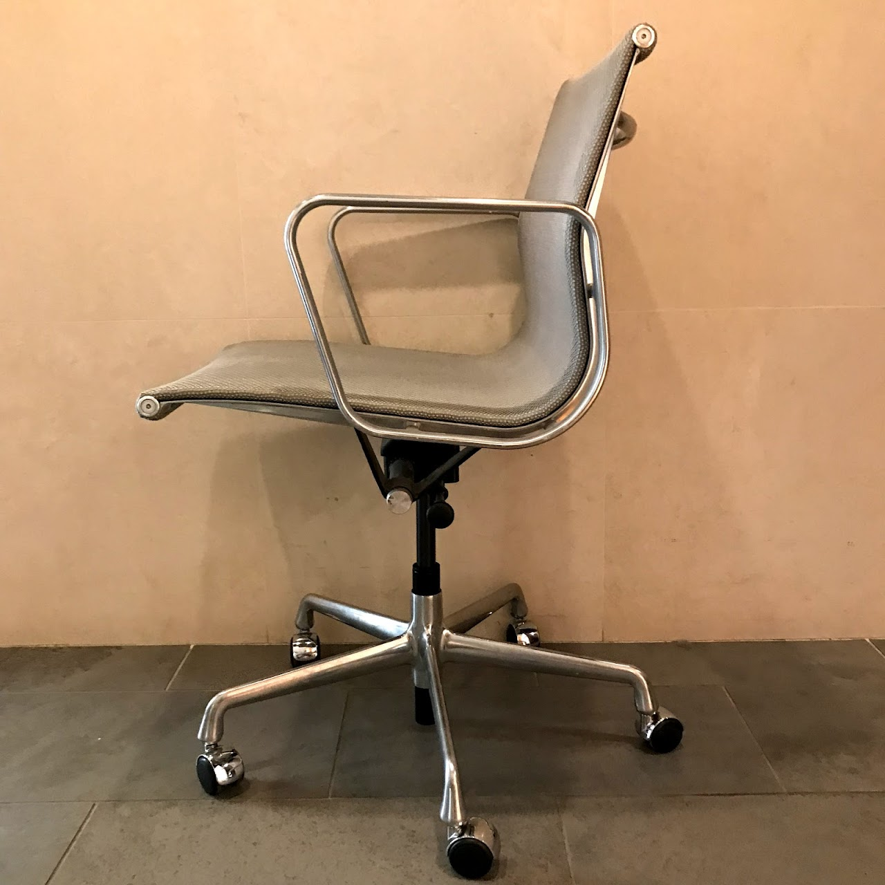 Herman Miller + Eames Aluminum Group Rolling Chair